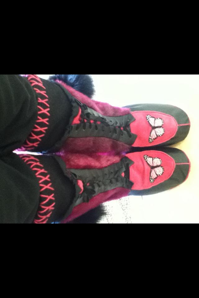 Red kamiks with white and black decorations.